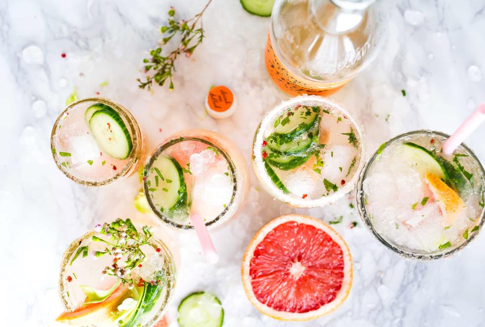 Ljetni kokteli u čašama