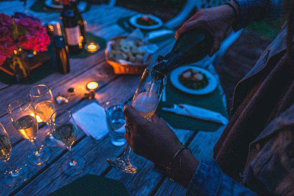 Točenje vina na riblji fešti
